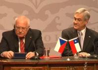 La afición por las plumas del presidente checo