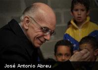 Maestro José Antonio Abreu fue premiado con la Cruz de Honor Austríaca de las Artes