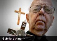 Máximo exorcista del Vaticano considera que el yoga es obra del diablo