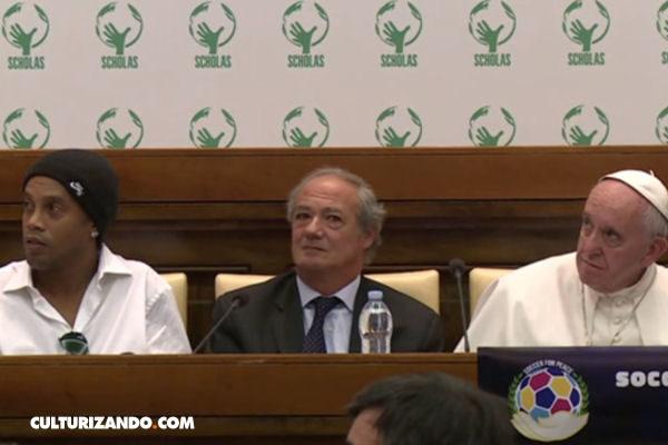 El Papa y Ronaldinho anuncian partido de fútbol por la paz