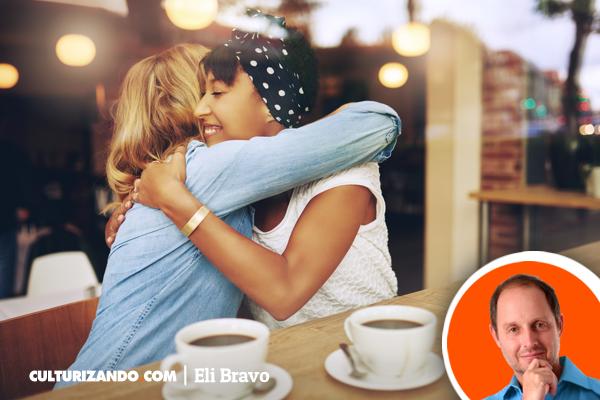 'La delicia de un buen abrazo' por Eli Bravo