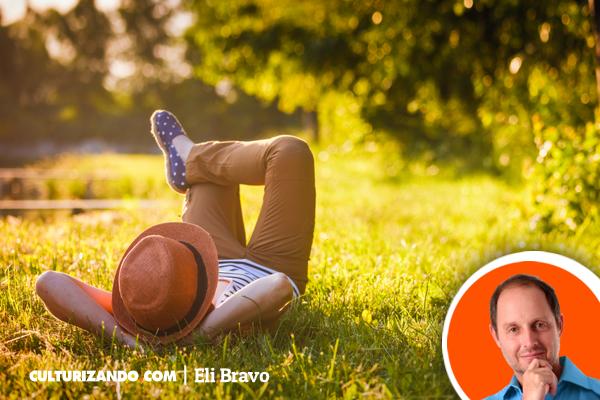 'Pensando en ti y los demás' por Eli Bravo