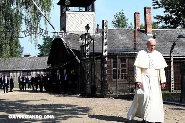 """En Auschwitz, el Papa Francisco implora """"¡Perdón por tanta crueldad!"""""""