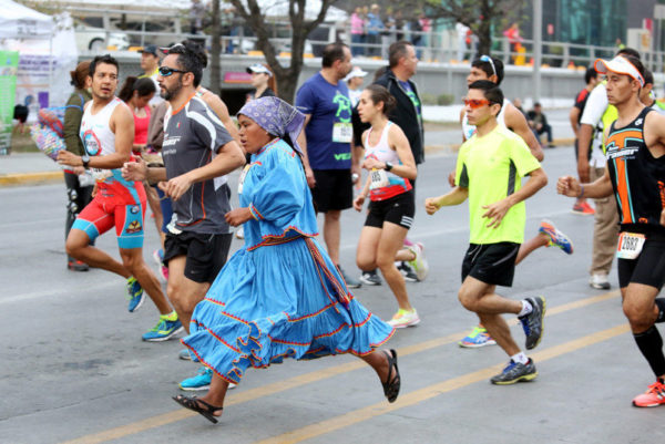 La corredora mexicana que no necesita ropa especial para ganar un maratón