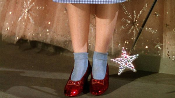 Luego de 13 años, recuperaron las zapatillas rojas de Dorothy