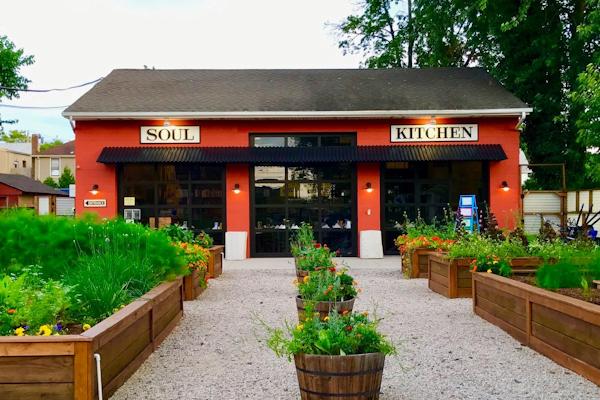 Así son los restaurantes de Bon Jovi, donde los precios no existen