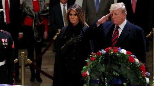 Trump y la primera dama presentaron sus respetos a George H.W. Bush en el Capitolio