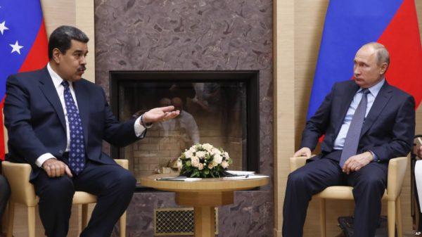 Putin respalda a Maduro, quien está de visita en Moscú