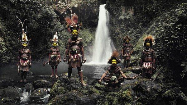 EN FOTOS: Las tribus más impactantes del mundo, posan ante el lente de un fotógrafo inglés