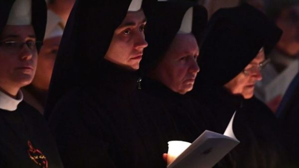 ¿Monjas contra el vaticano? Una orden francesa amenaza al Papa con dejar los hábitos