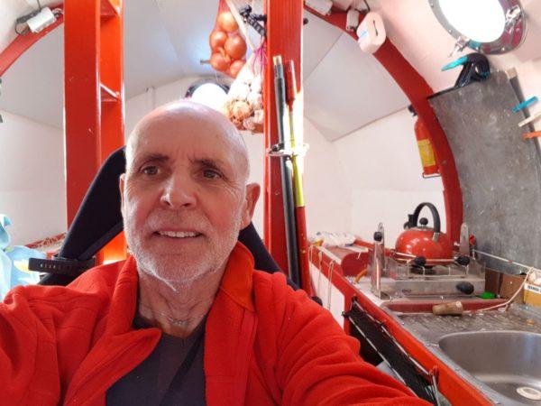 ¿Cruzar el océano en un barril? Este hombre de 71 años lo quiere intentar
