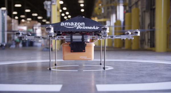 Estados Unidos propone permitir la operación de drones sobre personas, en la noche