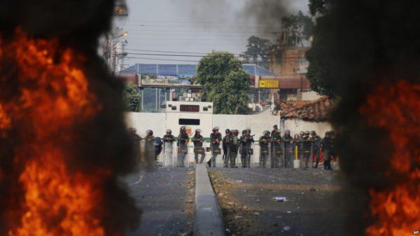 Venezuela: Jornada de entrega de ayuda humanitaria deja más de 60 deserciones y violencia