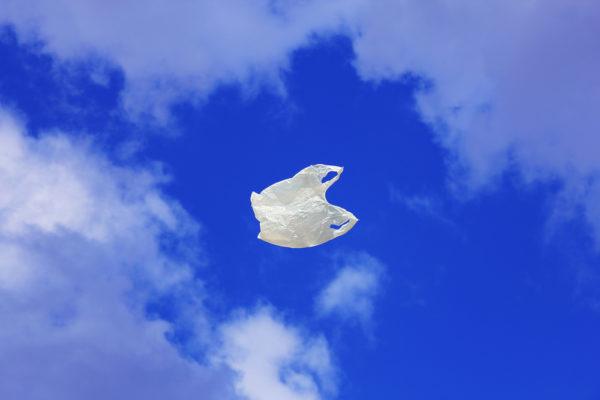 Reportan 'bolsa de basura vacía' orbitando la Tierra