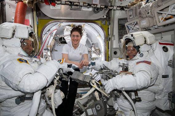 La NASA cancela el primer paseo espacial femenino por falta de tallas