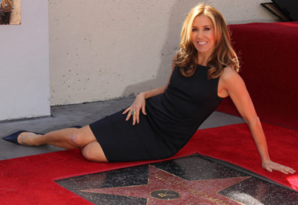 Entrenadores y celebridades de Hollywood acusados por soborno en admisiones universitarias