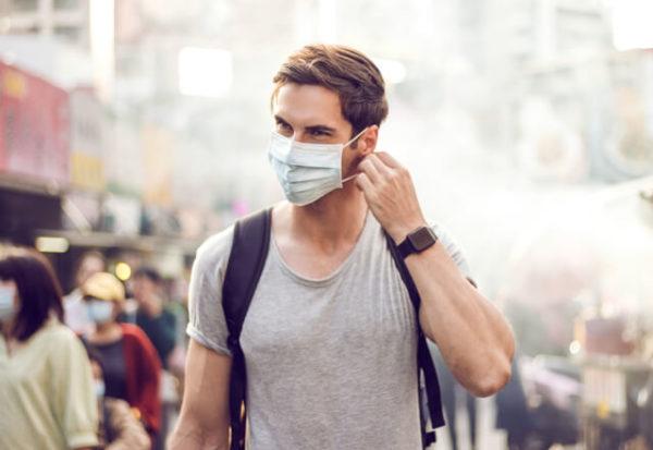 Una revisión de estudios apoya el uso masivo y constante de mascarillas para detener la pandemia