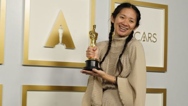 China censura a Chloé Zhao y su histórico triunfo en los Oscars 2021