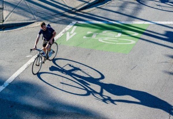 La bicicleta es diez veces más importante que el vehículo eléctrico para reducir emisiones en las ciudades