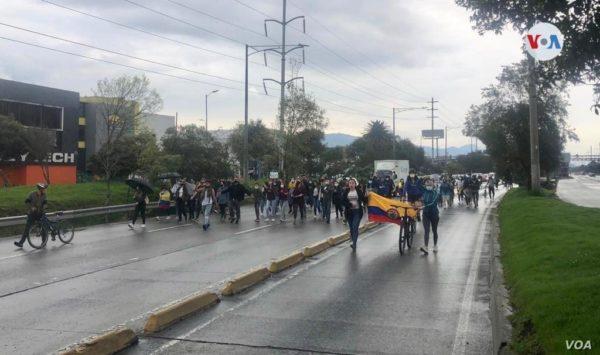 Continúan las protestas en Colombia, Duque convoca a partidos políticos