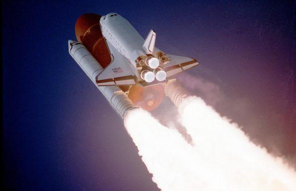 Jeff Bezos, CEO de Amazon, volará al espacio en el primer vuelo tripulado de su cohete