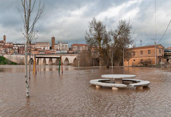 Por qué el creciente impacto de las inundaciones no se debe solo al cambio climático